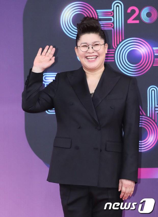 Thảm đỏ KBS Entertainment Awards: Vợ Lee Dong Gun lấn át dàn mỹ nhân sexy, cặp vợ chồng trẻ nhất Kpop xuất thần - Ảnh 27.