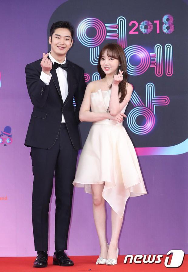Thảm đỏ KBS Entertainment Awards: Vợ Lee Dong Gun lấn át dàn mỹ nhân sexy, cặp vợ chồng trẻ nhất Kpop xuất thần - Ảnh 21.