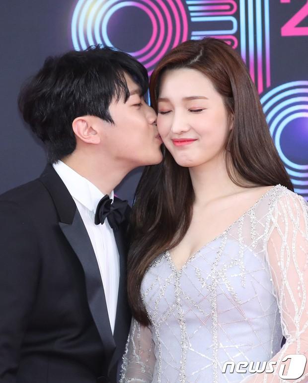 Thảm đỏ KBS Entertainment Awards: Vợ Lee Dong Gun lấn át dàn mỹ nhân sexy, cặp vợ chồng trẻ nhất Kpop xuất thần - Ảnh 18.
