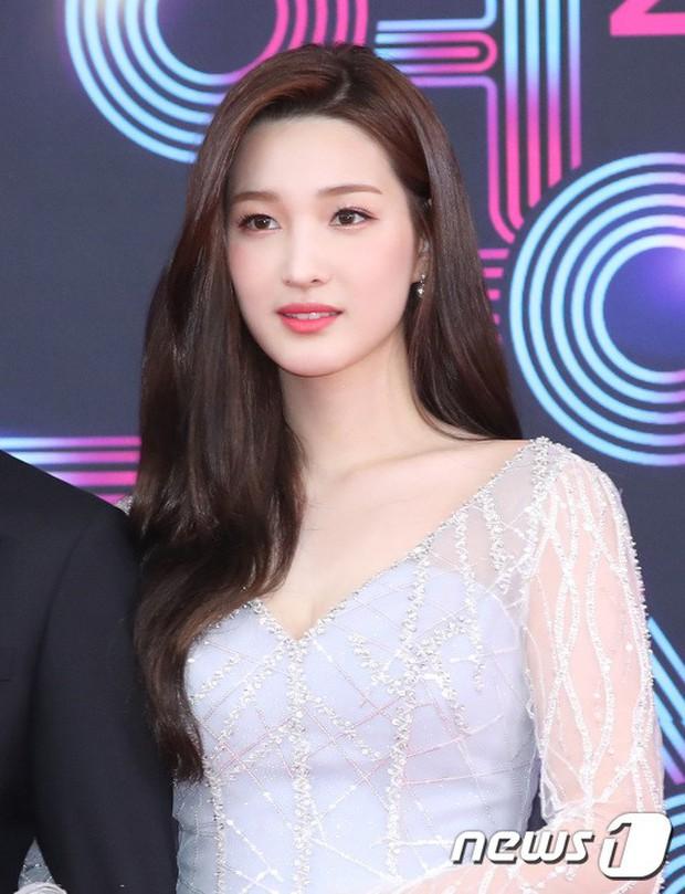 Thảm đỏ KBS Entertainment Awards: Vợ Lee Dong Gun lấn át dàn mỹ nhân sexy, cặp vợ chồng trẻ nhất Kpop xuất thần - Ảnh 19.
