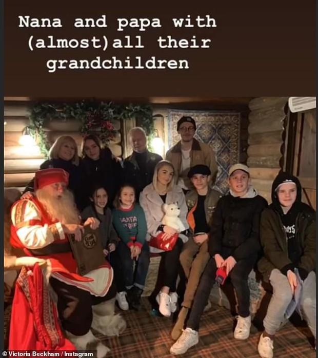 Đi chơi Giáng sinh cùng cả nhà, Harper Beckham háo hức cực dễ thương khi gặp ông già Noel - Ảnh 8.