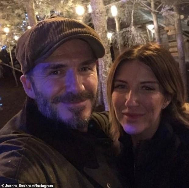 Đi chơi Giáng sinh cùng cả nhà, Harper Beckham háo hức cực dễ thương khi gặp ông già Noel - Ảnh 9.