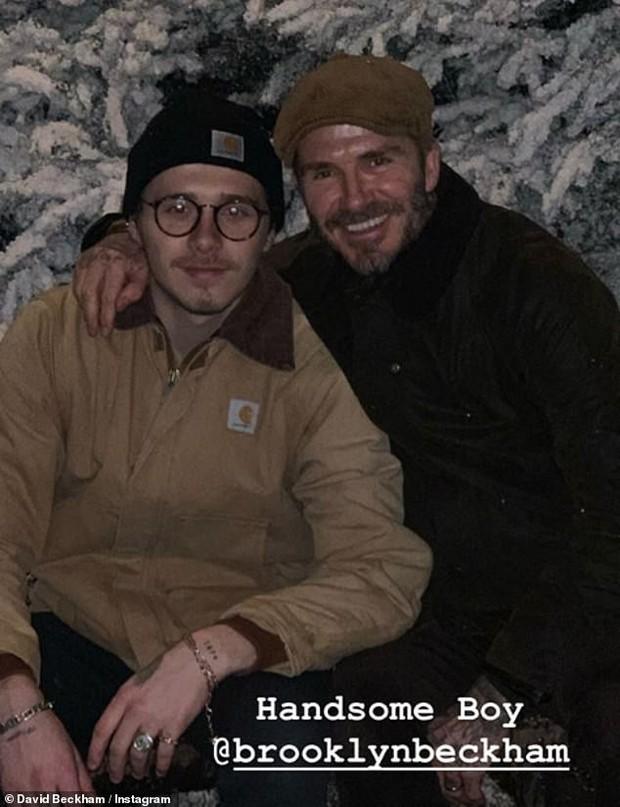 Đi chơi Giáng sinh cùng cả nhà, Harper Beckham háo hức cực dễ thương khi gặp ông già Noel - Ảnh 6.