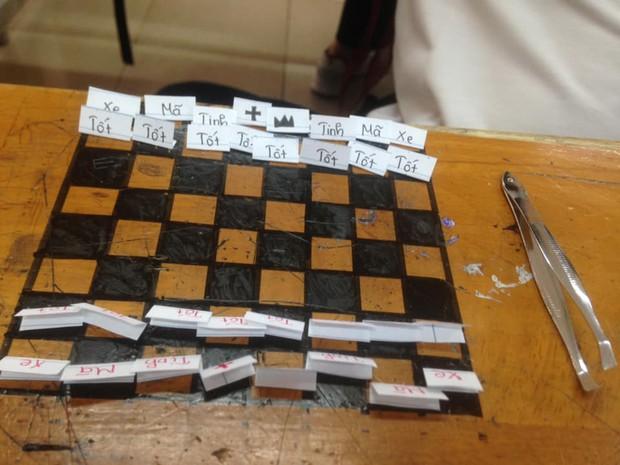 Rảnh tay vẽ giết thời gian, nhiều bạn đã tạo nên siêu phẩm trên bàn tuyệt đỉnh thế này đây - Ảnh 7.