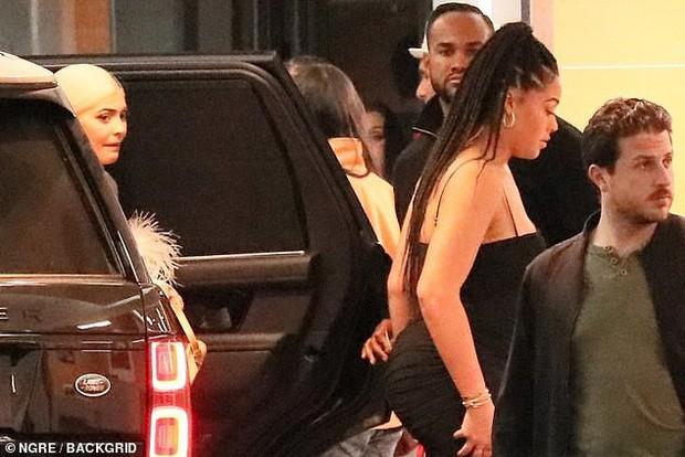 Có ai như Kylie Jenner: Bị chụp ảnh lén trong đêm mà vẫn quá đỗi xinh đẹp và sexy! - Ảnh 6.
