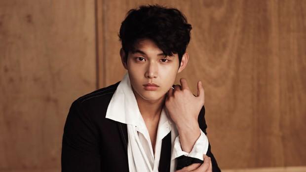 6 nhân vật tệ hại nhất showbiz Hàn năm 2018: Chủ tịch YG đứng đầu, nhưng nam thần đứng thứ 2 mới gây sốc - Ảnh 2.