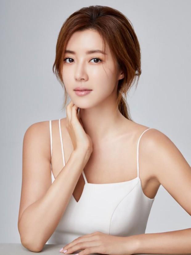 Tranh cãi bạn gái G-Dragon tự nhận là hotgirl hàng đầu, vượt mặt cả Goo Hye Sun và Park Han Byul - Ảnh 6.