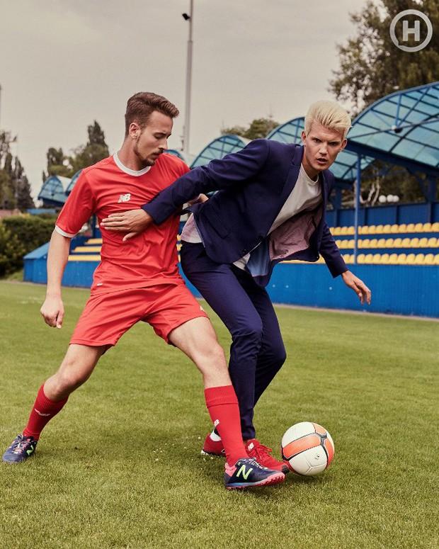 Next Top Ukraine: Đi đá bóng mà mặc đồ như... dự sự kiện, không sợ vấp váy té hay sao? - Ảnh 9.
