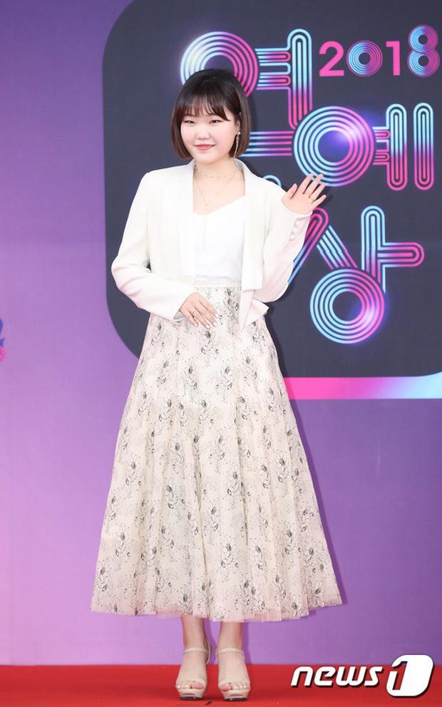 Thảm đỏ KBS Entertainment Awards: Vợ Lee Dong Gun lấn át dàn mỹ nhân sexy, cặp vợ chồng trẻ nhất Kpop xuất thần - Ảnh 29.