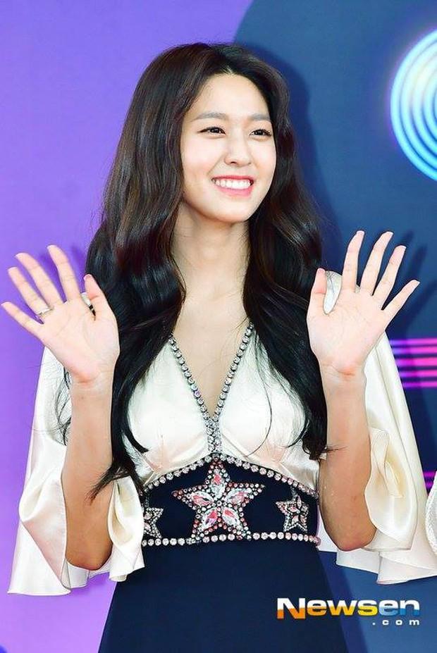 Seolhyun xuất hiện sau lần mệt muốn ngất trên sân khấu, netizen Hàn quay ngoắt: Cô là ai trong mười hai con giáp??? - Ảnh 3.