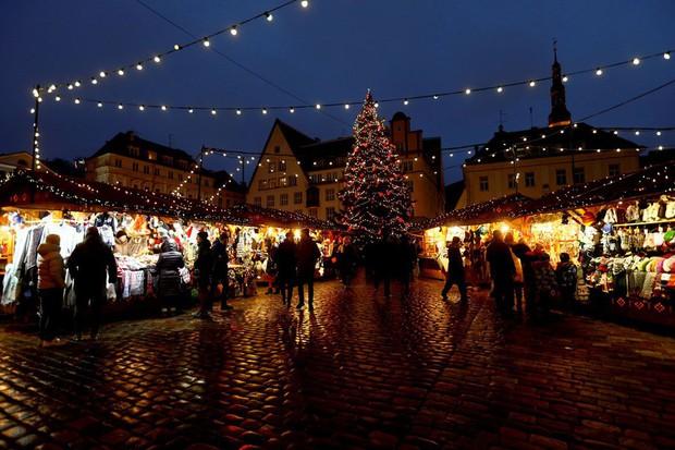 Các thành phố lớn trên thế giới cùng trang hoàng lộng lẫy mừng ngày Giáng sinh - Ảnh 8.