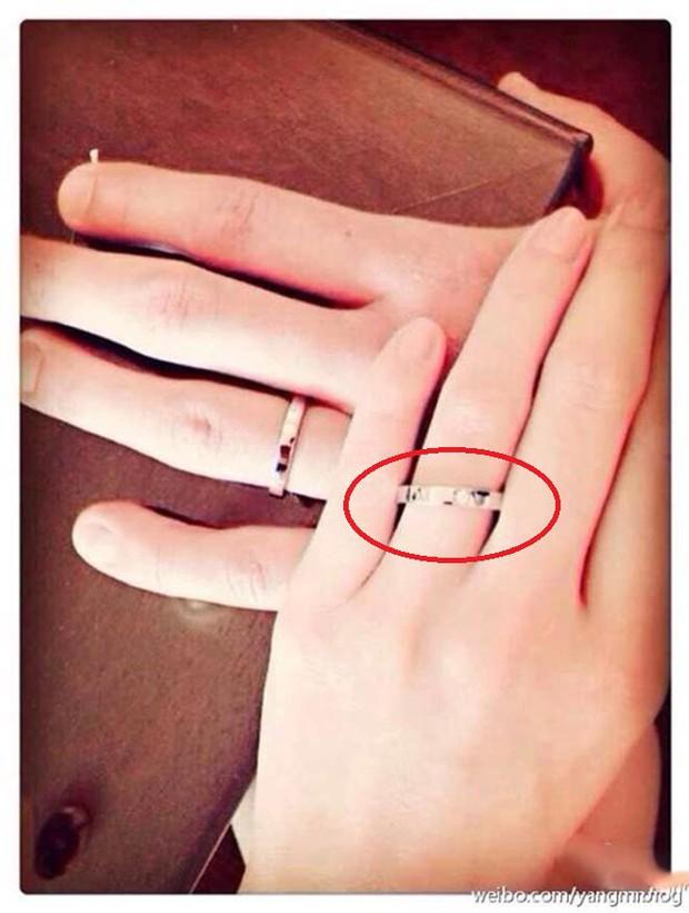 """Điều bất thường phía sau nhẫn cưới 70 triệu của Dương Mịch, khiến cô bị tố """"suốt 4 năm liền không đeo nhẫn"""" - Ảnh 4."""