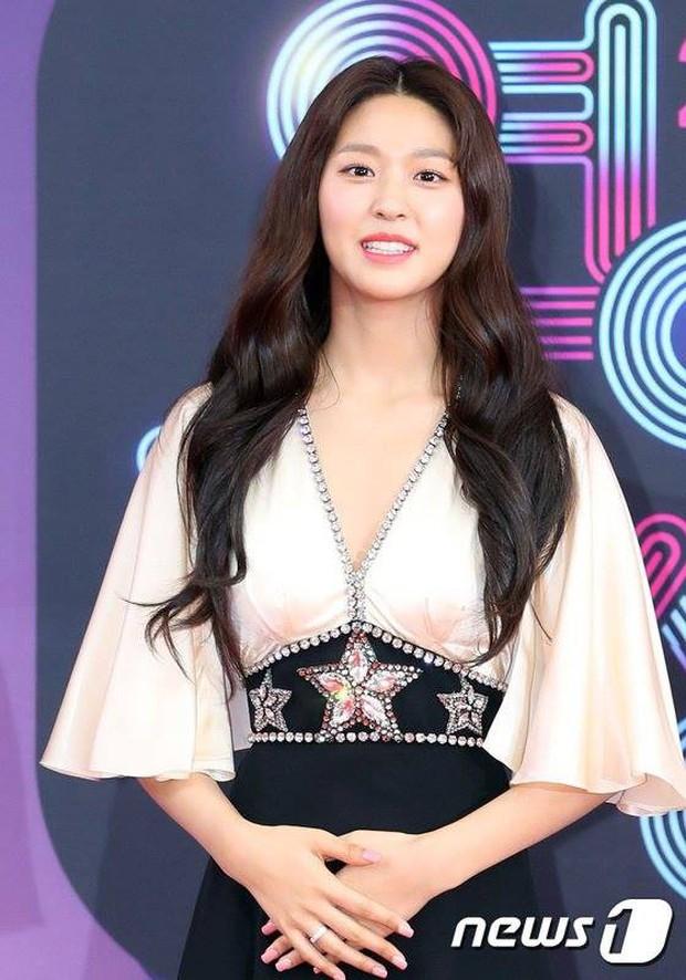 Seolhyun xuất hiện sau lần mệt muốn ngất trên sân khấu, netizen Hàn quay ngoắt: Cô là ai trong mười hai con giáp??? - Ảnh 2.