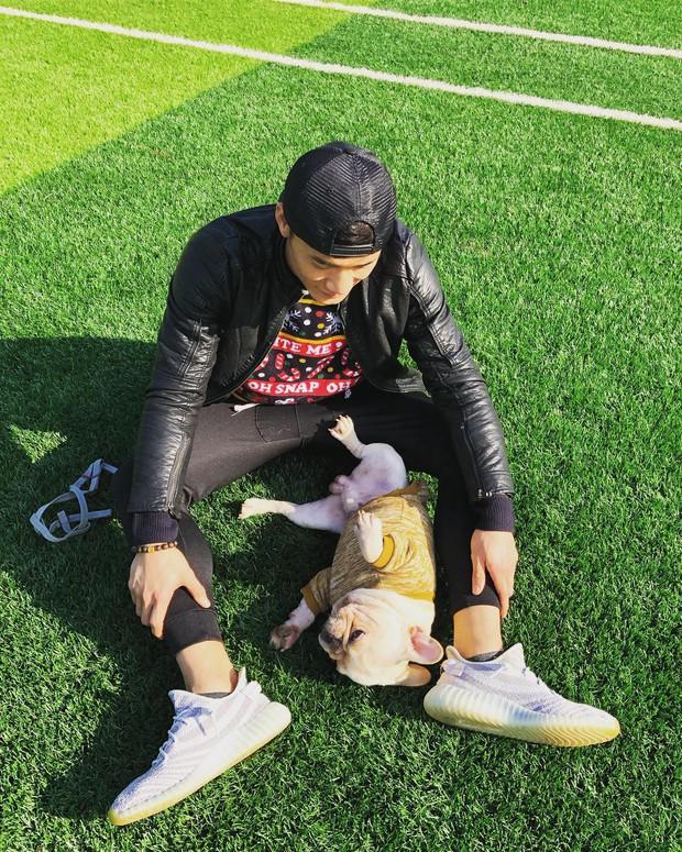 Ngoài hình ảnh mạnh mẽ trên sân cỏ, tuyển thủ Việt Nam còn rất dễ thương khi chụp ảnh cùng thú cưng - Ảnh 5.