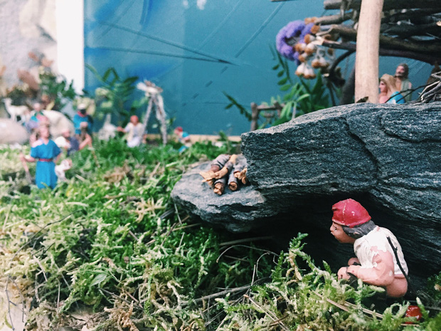 Quên ông già Noel đi, người dân vùng đất này đón Giáng Sinh bằng tượng... người đi cầu - Ảnh 5.