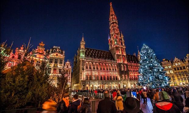 Các thành phố lớn trên thế giới cùng trang hoàng lộng lẫy mừng ngày Giáng sinh - Ảnh 10.