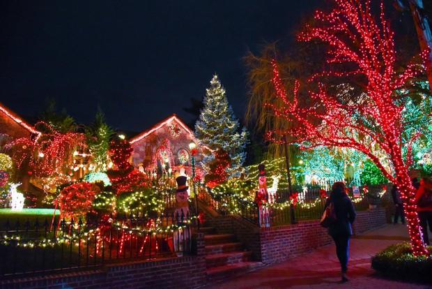 Các thành phố lớn trên thế giới cùng trang hoàng lộng lẫy mừng ngày Giáng sinh - Ảnh 2.