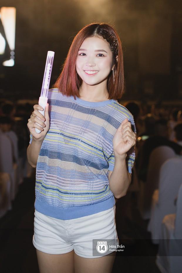 Minh Hằng và Khả Ngân lên đồ cực chất, dàn sao Việt đình đám cầm lighstick sẵn sàng quẩy trong liveshow Đông Nhi - Ảnh 3.