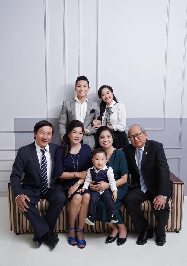 Vợ chồng Quốc Cơ thực hiện bộ ảnh gia đình 3 thế hệ mừng sinh nhật con trai tròn 2 tuổi - Ảnh 7.