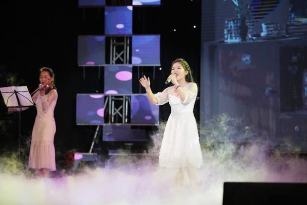 Học sinh các trường Quốc tế tại Hà Nội khoe combo đẹp, học giỏi, hát hay, nhảy chất trong cuộc thi Âm nhạc sôi động - Ảnh 11.