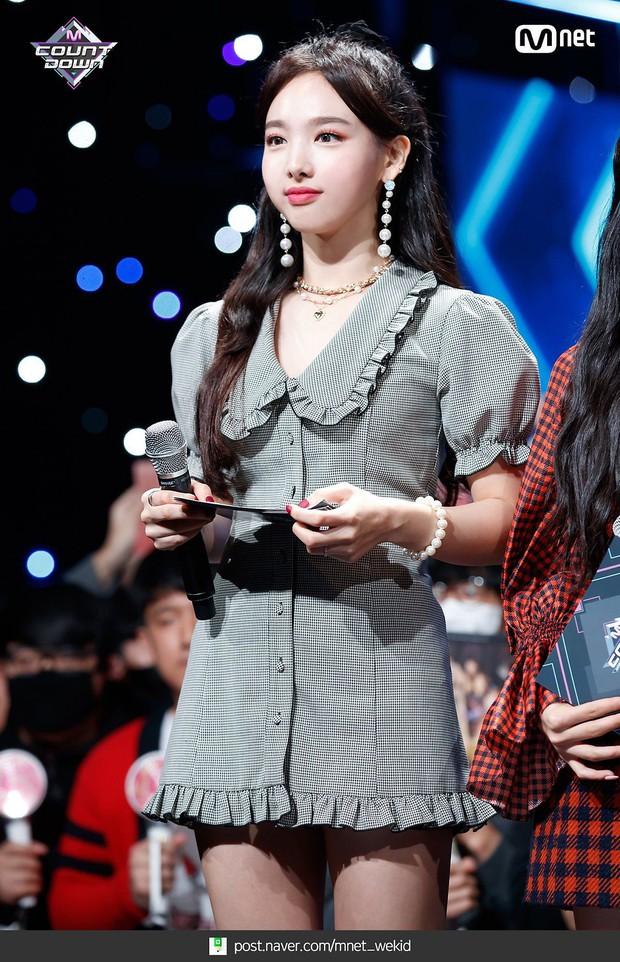 Tin nổi không Nayeon (TWICE) và em út MAMAMOO đều sinh năm 1995: Nhìn như cô cháu, bên cute bên sexy nhức mắt - Ảnh 6.