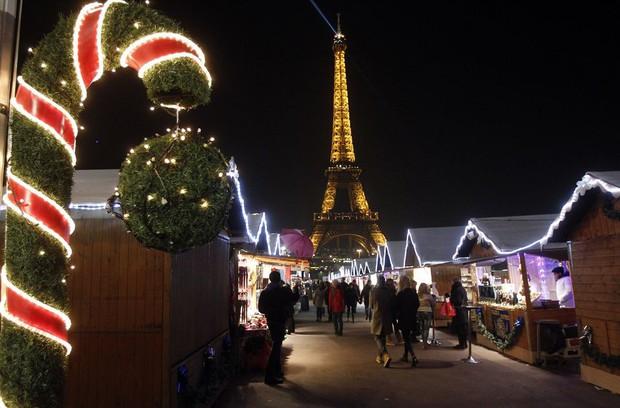 Các thành phố lớn trên thế giới cùng trang hoàng lộng lẫy mừng ngày Giáng sinh - Ảnh 3.