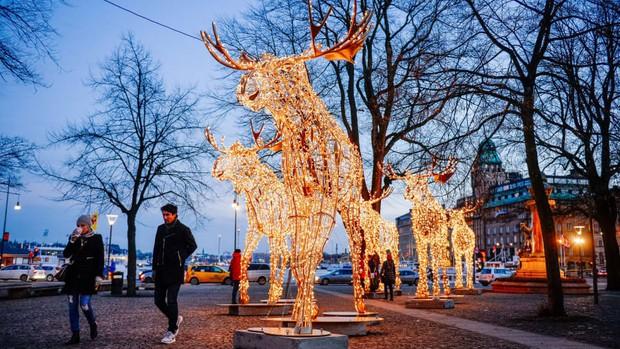 Các thành phố lớn trên thế giới cùng trang hoàng lộng lẫy mừng ngày Giáng sinh - Ảnh 4.