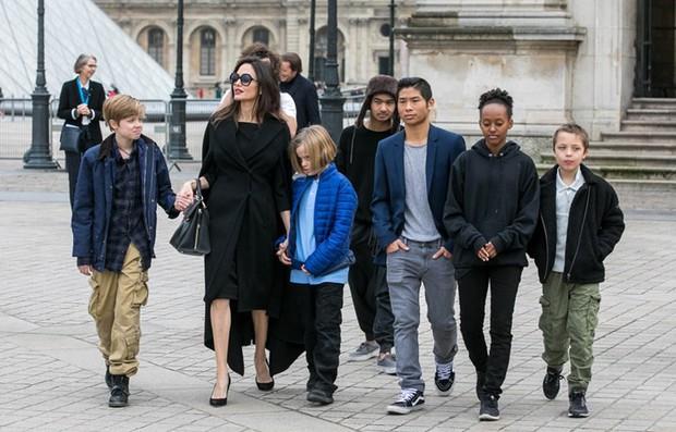 Brad Pitt đã đốt nửa số gia tài để giải quyết vụ ly hôn với Angelina Jolie: Con số chính xác có thể gây sốc? - Ảnh 2.