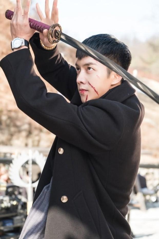 Bất chấp dàn phi công trẻ trỗi dậy năm 2018, vẫn còn 5 nam thần 8x xứ Hàn toả sáng - Ảnh 4.