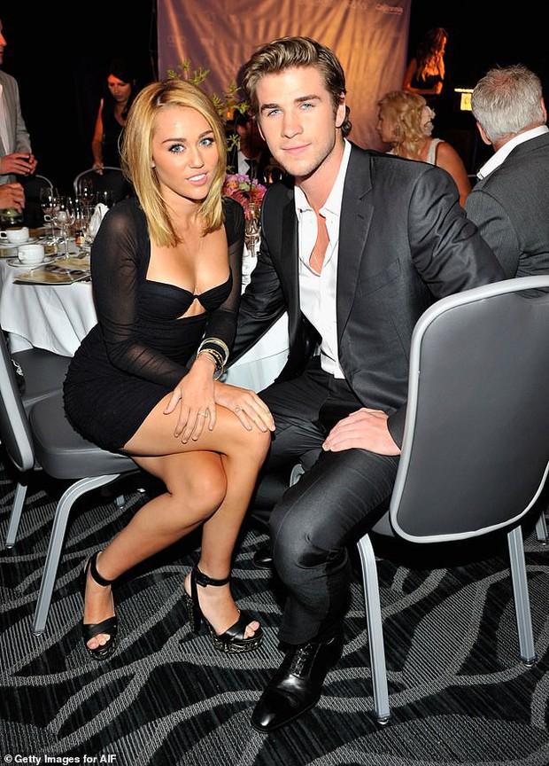 Miley Cyrus và Liam Hemsworth cuối cùng đã lộ ảnh tổ chức đám cưới sau 6 năm đính hôn? - Ảnh 4.