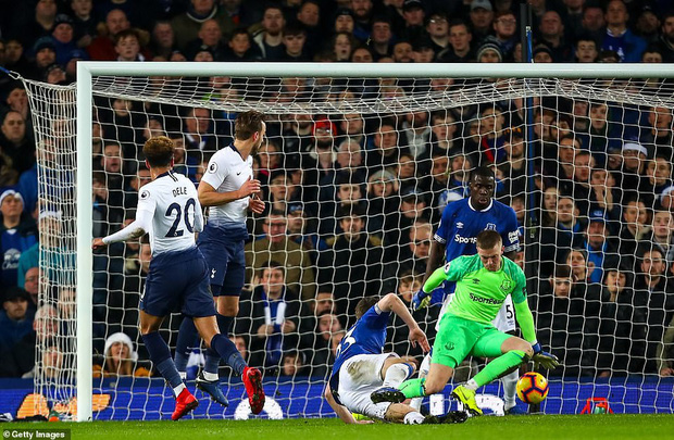 Cử chỉ đáng yêu của cầu thủ số 1 Hàn Quốc trong ngày ghi 2 bàn nhấn chìm Everton ở giải Ngoại hạng Anh - Ảnh 7.