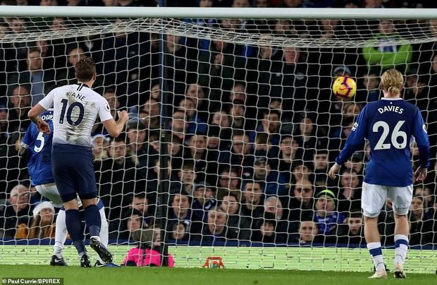 Cử chỉ đáng yêu của cầu thủ số 1 Hàn Quốc trong ngày ghi 2 bàn nhấn chìm Everton ở giải Ngoại hạng Anh - Ảnh 8.