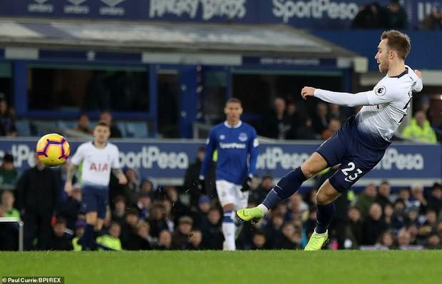 Cử chỉ đáng yêu của cầu thủ số 1 Hàn Quốc trong ngày ghi 2 bàn nhấn chìm Everton ở giải Ngoại hạng Anh - Ảnh 9.
