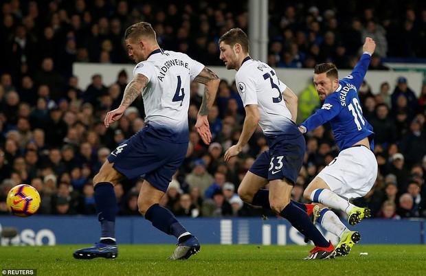 Cử chỉ đáng yêu của cầu thủ số 1 Hàn Quốc trong ngày ghi 2 bàn nhấn chìm Everton ở giải Ngoại hạng Anh - Ảnh 10.
