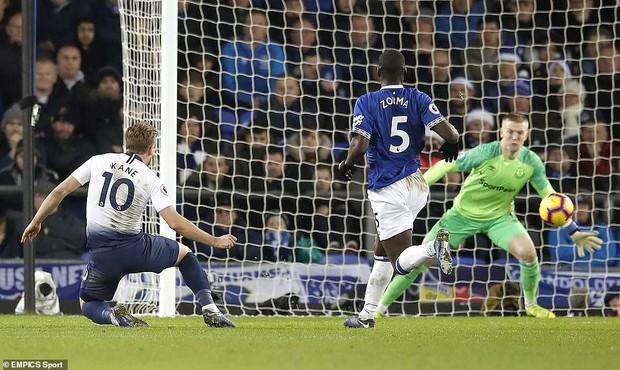 Cử chỉ đáng yêu của cầu thủ số 1 Hàn Quốc trong ngày ghi 2 bàn nhấn chìm Everton ở giải Ngoại hạng Anh - Ảnh 11.