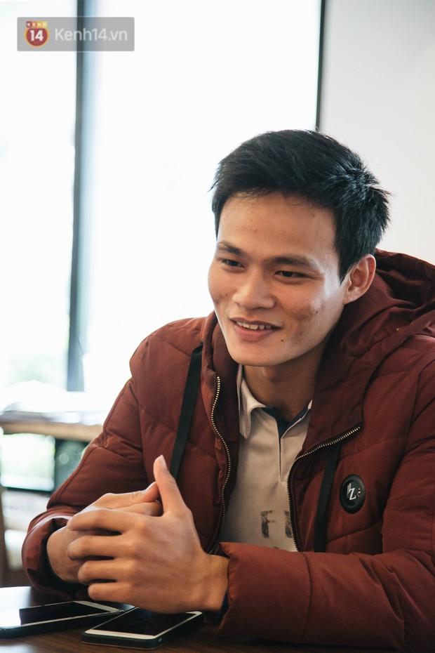 Gặp chàng sinh viên ngoại thương đi bộ từ FTU Hà Nội đến FTU TP.HCM: Mình dùng hết 9 lọ dầu gió suốt hành trình 62 ngày - Ảnh 1.
