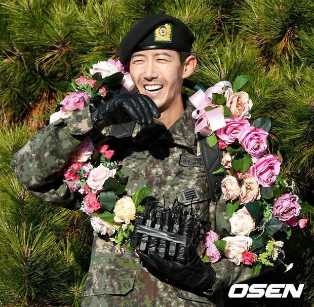 Vừa xuất ngũ, Idol nam từng thừa nhận thẩm mỹ đã trở lại trên show thực tế với gương mặt gầy gò, hốc hác - Ảnh 1.