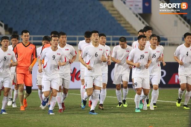 Cầu thủ CHDCND Triều Tiên thoải mái cười đùa trên sân tập trước ngày đối đầu Việt Nam - Ảnh 2.