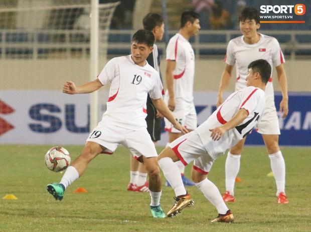 Cầu thủ CHDCND Triều Tiên thoải mái cười đùa trên sân tập trước ngày đối đầu Việt Nam - Ảnh 8.