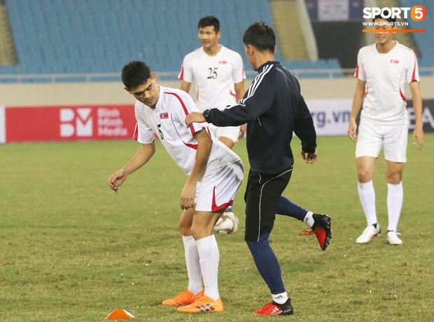 Cầu thủ CHDCND Triều Tiên thoải mái cười đùa trên sân tập trước ngày đối đầu Việt Nam - Ảnh 5.