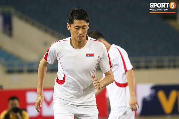 Cầu thủ CHDCND Triều Tiên thoải mái cười đùa trên sân tập trước ngày đối đầu Việt Nam - Ảnh 6.