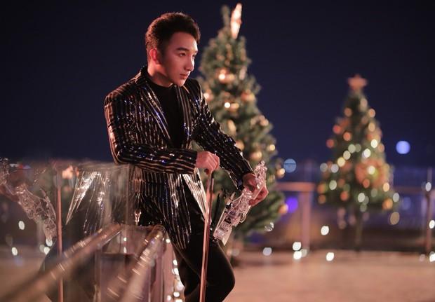 Hoàng tử Violin Hoàng Rob mash-up 2 bản hit bất hủ Anh - Việt làm quà Giáng sinh gửi tặng khán giả - Ảnh 2.