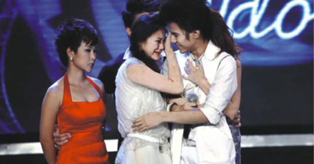 Giáng sinh cách đây 8 năm, Uyên Linh chính thức đăng quang Quán quân Vietnam Idol sau khi bị loại hụt - Ảnh 2.
