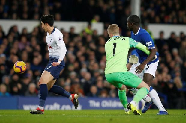 Cử chỉ đáng yêu của cầu thủ số 1 Hàn Quốc trong ngày ghi 2 bàn nhấn chìm Everton ở giải Ngoại hạng Anh - Ảnh 5.