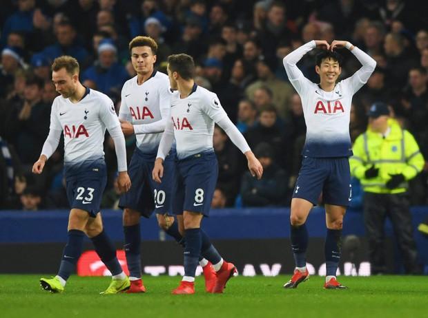 Cử chỉ đáng yêu của cầu thủ số 1 Hàn Quốc trong ngày ghi 2 bàn nhấn chìm Everton ở giải Ngoại hạng Anh - Ảnh 1.