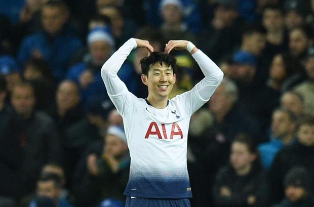 Cử chỉ đáng yêu của cầu thủ số 1 Hàn Quốc trong ngày ghi 2 bàn nhấn chìm Everton ở giải Ngoại hạng Anh - Ảnh 2.
