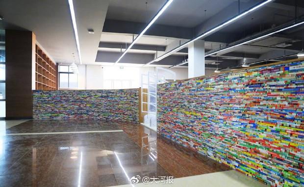 Choáng ngợp thư viện trường ĐH 57 tỷ, rộng 20.000 m2 được xây theo phong cách thuỷ cung - Ảnh 2.