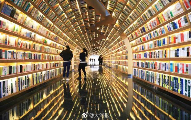 Choáng ngợp thư viện trường ĐH 57 tỷ, rộng 20.000 m2 được xây theo phong cách thuỷ cung - Ảnh 1.