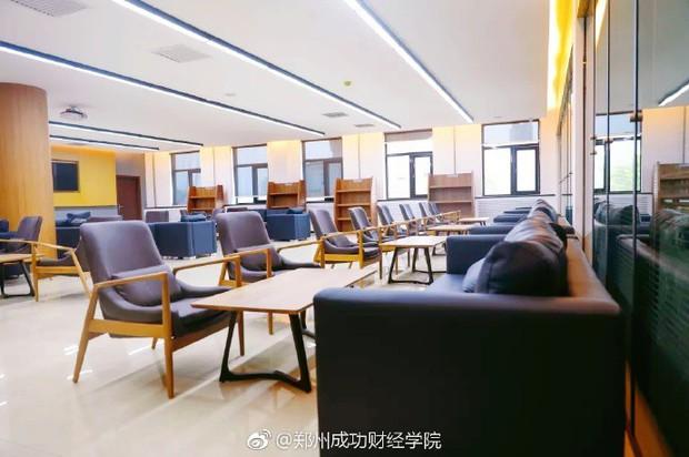 Choáng ngợp thư viện trường ĐH 57 tỷ, rộng 20.000 m2 được xây theo phong cách thuỷ cung - Ảnh 13.