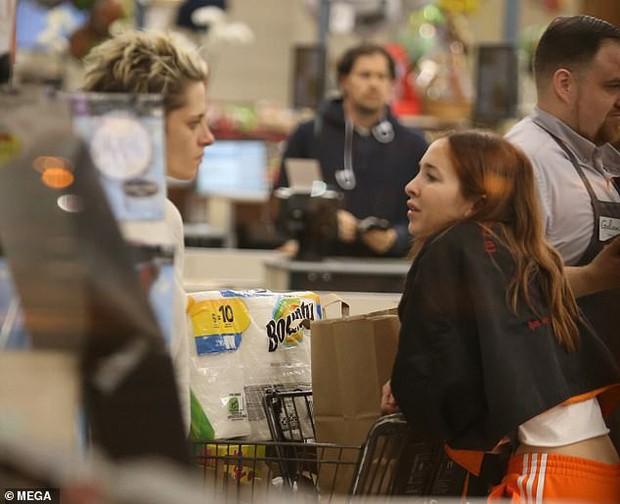 Không còn chút nữ tính, Kristen Stewart đã chuẩn men hoàn toàn khi sánh đôi bên bạn gái mới - Ảnh 3.